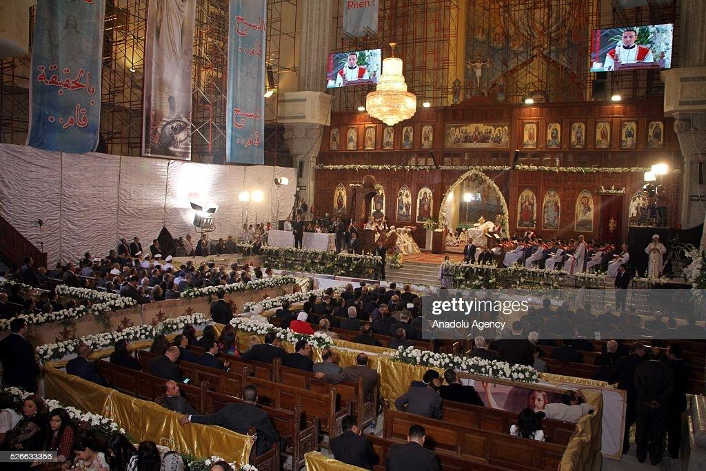 Holy Saturday mass in Cairo : News Photo