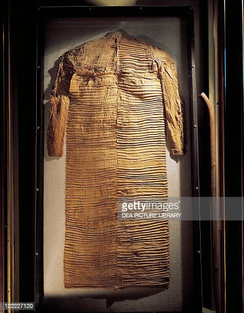 Egyptian civilization Middle Kingdom Pleated linen tunic belonged to Nakhti found folded in the shape of a package near the mummy in his tomb at...