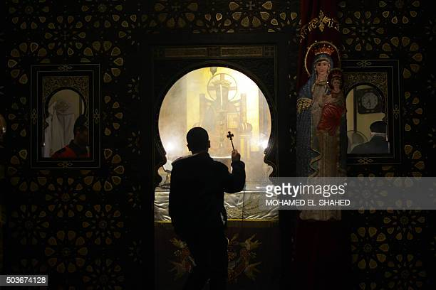 TOPSHOT Egyptian Coptic Christians celebrate Christmas in Cairo Egypt on January 06 2016 AFP PHOTO / MOHAMED ELSHAHED / AFP / MOHAMED ELSHAHED