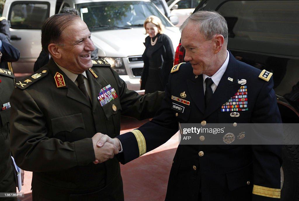 Egyptian Lieutenant General Sami Anan (L : News Photo