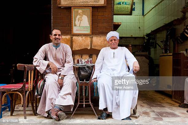 egyptian men drinking tea, khan al-khalili, cairo - 民族衣装 ストックフォトと画像