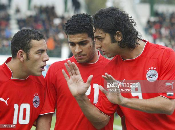 Egyptian players of Egypt's national soccer team Belal Ahmed Said Hany and Hossam Ahmed aka Mido confer 25 January 2004 at the stadiu in Sfax prior...