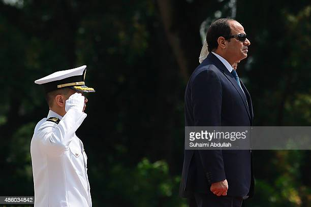 Egyptian President Abdel Fattah AlSisi attends the official welcome ceremony accompanied by Singapore President Tony Tan Keng Yam at the Istana on...