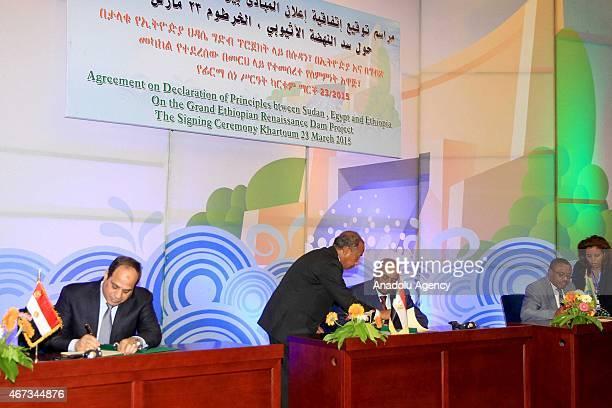 Egyptian President Abdel Fattah el-Sisi , Ethiopian Prime Minister Hailemariam Desalegn , Sudanese President Omar al-Bashir attend the signing...