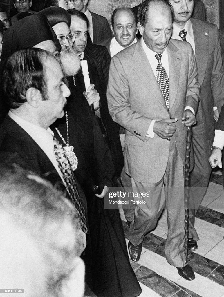 Anwar al-Sadat visiting the Church of the Holy Sepulchre in Jerusalem : News Photo