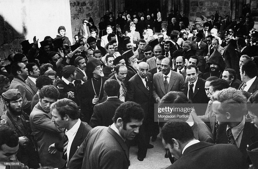 Anwar al-Sadat walking in Jerusalem : News Photo