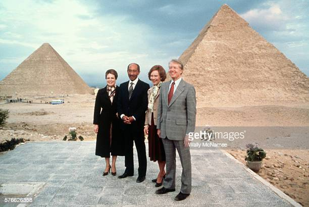 Egyptian president Anwar elSadat and his wife Jehan pose with President Jimmy Carter and First Lady Rosalynn Carter at the Pyramids during a...