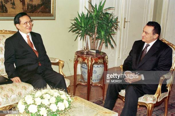 Egyptian President Hosni Mubarak meets with Chinese Foreign Minister Tang Jiaxuan, 04 January in Cairo. After the meeting, Mubarak said that China...