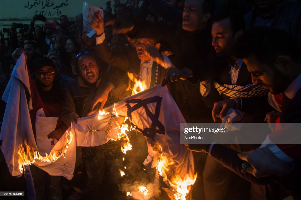 Egyptian protesters burn an Israeli flag during a demonstration against the US president's recognition of Jerusalem as Israel's capital, on December 7, 2017, outside the Syndicate of Journalists Cairo's downtown district.