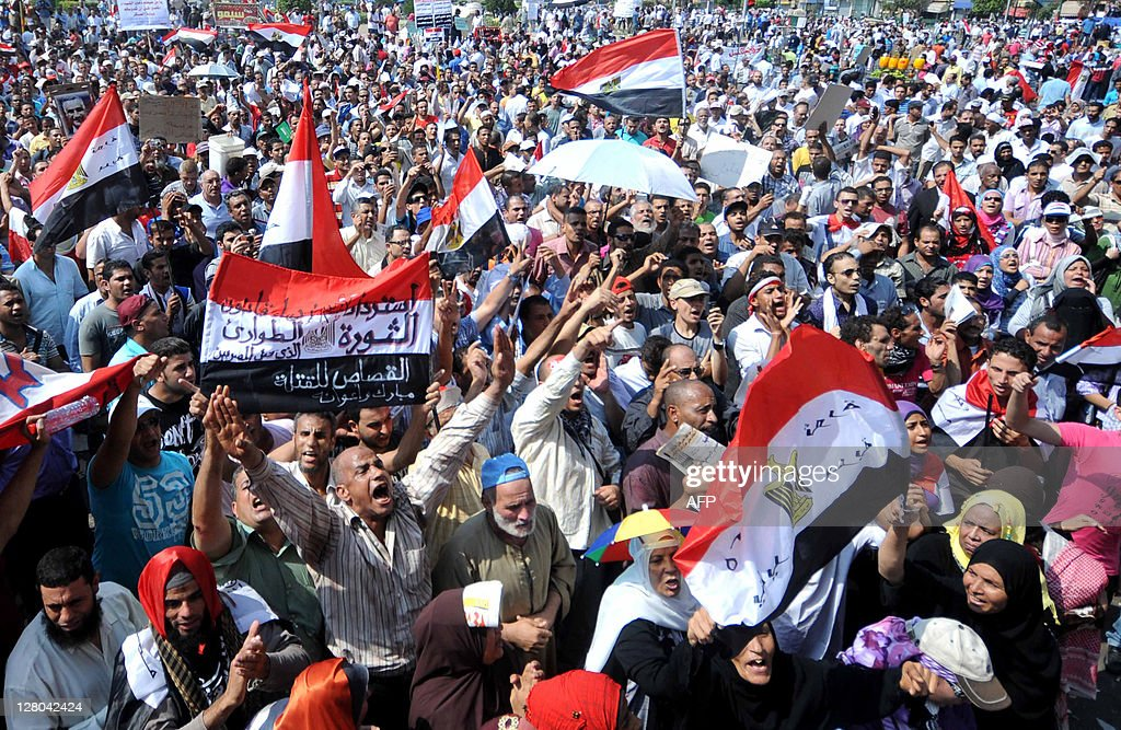 Egyptian protesters shout slogans as the : News Photo
