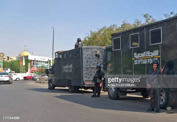 Egyptian riot police stand guard in Egypt's capital Cairo on September 27, 2019. - Egypt's President dismissed today a call for a second weekend of...