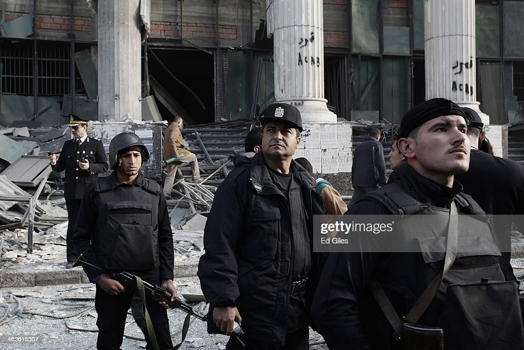 Courthouse Bombed As Referendum Vote Is held In Egypt Over A New Constitution : News Photo