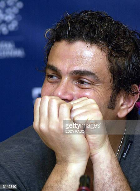Egyptian singer Amro Diab poses for a picture in Dubai 24 March 2004 AFP Photo/Eddy PADO