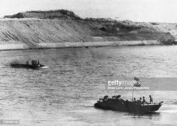 Egyptian soldiers arrive at the East Bank of the Suez Canal during the Yom Kippur War aka the Fourth ArabIsraeli War 6th October 1973 The boat on the...