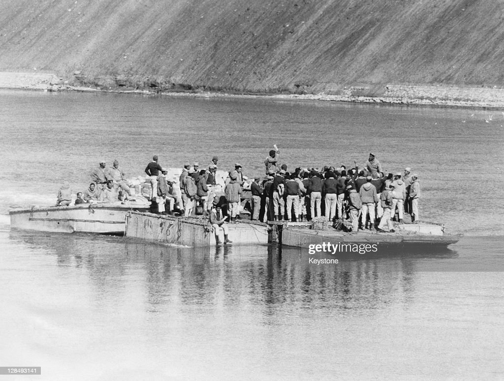 Egyptian soldiers transport food across the Suez Canal to the members of their Third Army, from the Egyptian side of Suez, October 1973. This is taking place during the Yom Kippur War, aka the Fourth Arab-Israeli War.