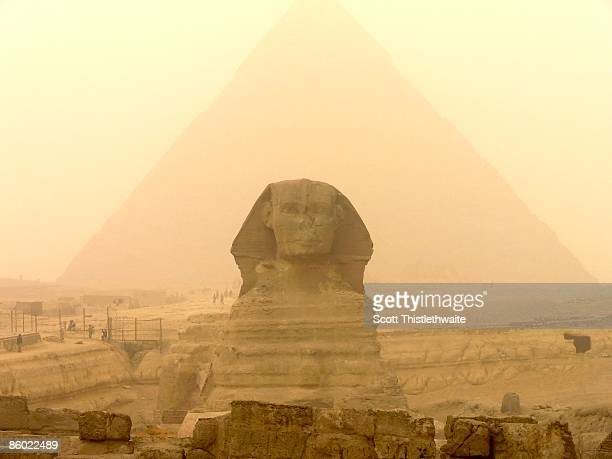 egyptian sphinx and pyramid - the sphinx stock pictures, royalty-free photos & images