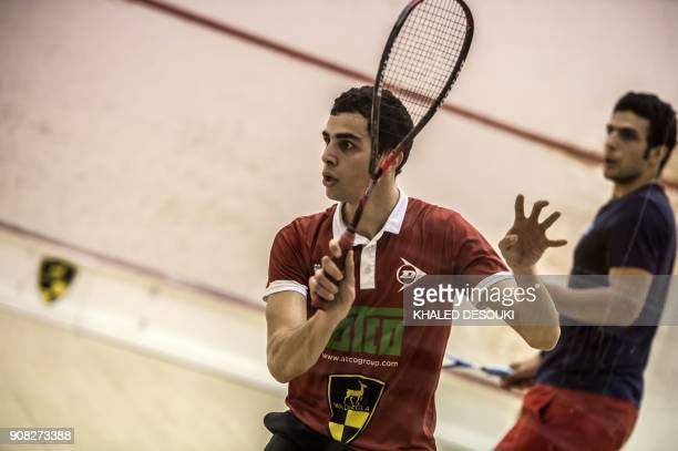 Egyptian squash player Ali Farag 25 world number 3 take part in training session in Wadi Degla sports club in Cairo on January 9 2018 / AFP PHOTO /...