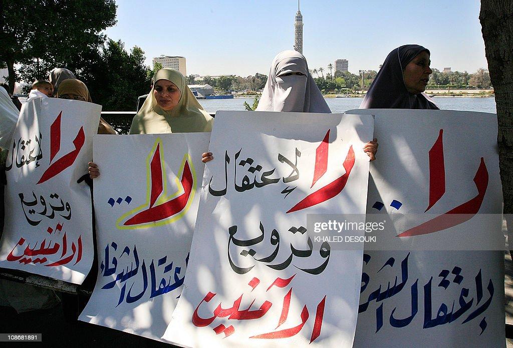 Egyptian women members of the Muslim Bro : News Photo