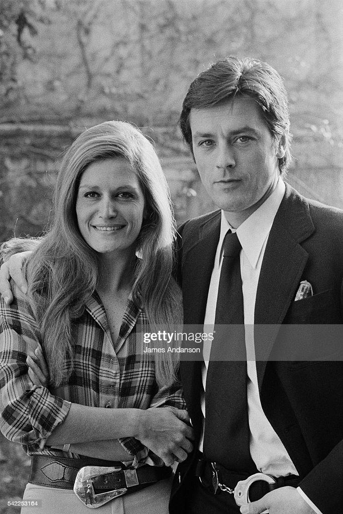 Dalida with Alain Delon : News Photo