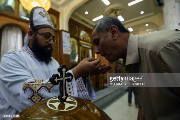 Egyptians attend mass at the St Mark Coptic Orthodox Cathedral in the Bani Mazar province in the Minya governorate on May 27 2017 / AFP PHOTO /...