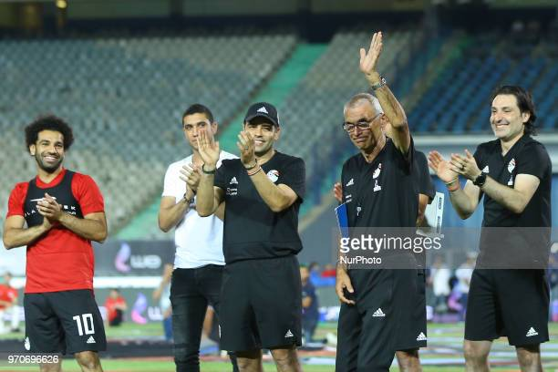 Egypt's coach Hector Raul Cuper waves at fans during the final practice training session at Cairo international stadium in Cairo on June 9, 2018.