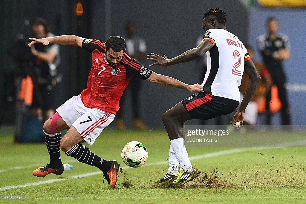 Egypt's defender Ahmed Fathi (L) challenges Uganda's defender Joseph Ochaya during the 2017 Africa Cup of Nations group D football match between Egypt and Uganda in Port-Gentil on January 21, 2017. / AFP / Justin TALLIS