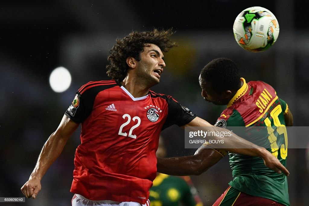 Egypt's midfielder Amr Warda (L) vies for the ball against Cameroon's midfielder Sebastien Siani during the 2017 Africa Cup of Nations final football match between Egypt and Cameroon at the Stade de l'Amitie Sino-Gabonaise in Libreville on February 5, 2017. / AFP / GABRIEL