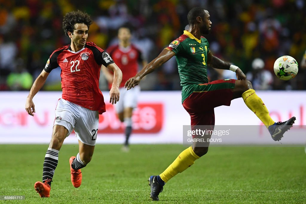 Egypt's midfielder Amr Warda (L) vies for the ball against Cameroon's defender Nicolas Nkoulou during the 2017 Africa Cup of Nations final football match between Egypt and Cameroon at the Stade de l'Amitie Sino-Gabonaise in Libreville on February 5, 2017. / AFP / GABRIEL