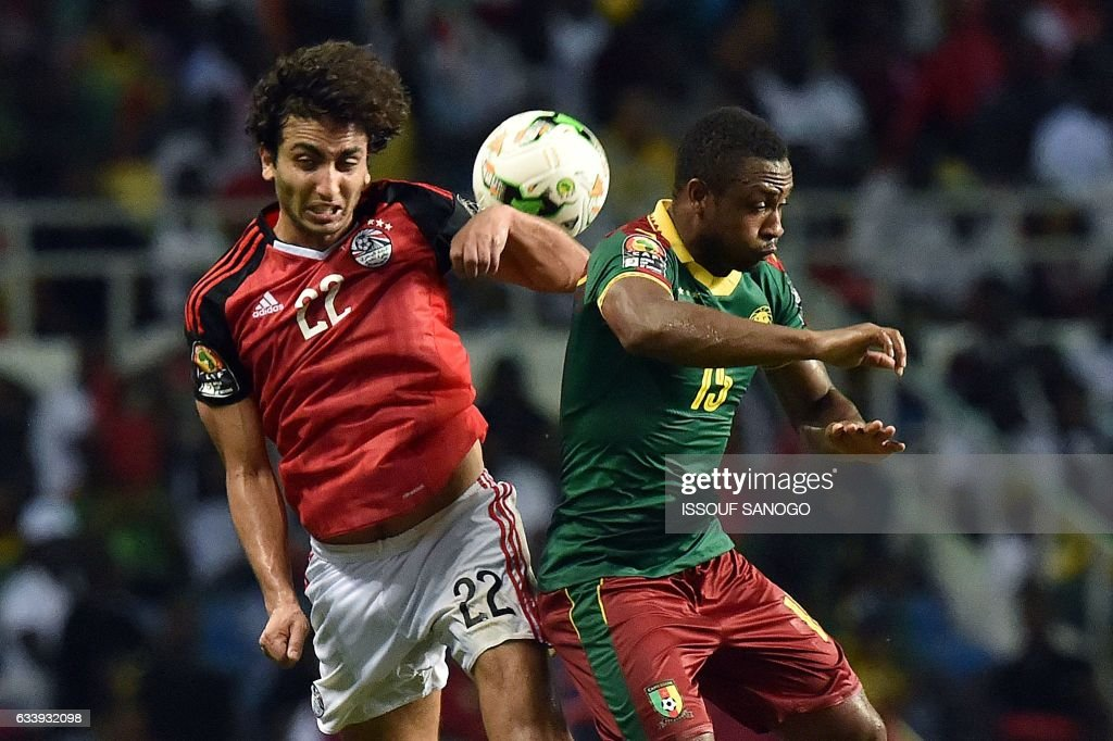 Egypt's midfielder Amr Warda (L) vies for the ball against Cameroon's midfielder Sebastien Siani during the 2017 Africa Cup of Nations final football match between Egypt and Cameroon at the Stade de l'Amitie Sino-Gabonaise in Libreville on February 5, 2017. / AFP / ISSOUF