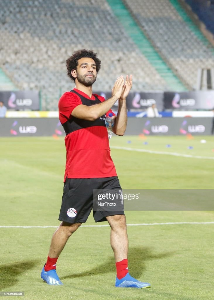 Egypts national team footballer and Liverpool's forward Mohamed Salah attends his teammates during Egyptian team in the final practice training session before going to Russia to start play in World Cup 2018, at Cairo international stadium in Cairo on June 9, 2018.