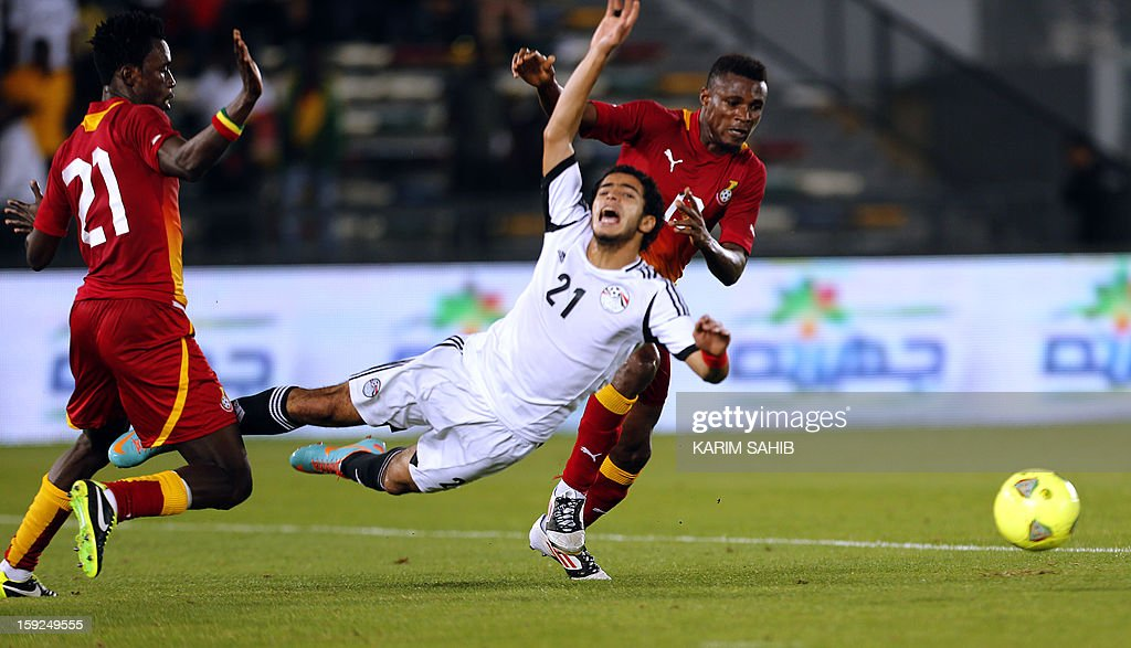 Egypt's Omar Gaber (C) fights for the ball against Ghana's John Boye (L) and Jerry Akaminko (R) during their friendly football match in Abu Dhabi on January 10, 2013.