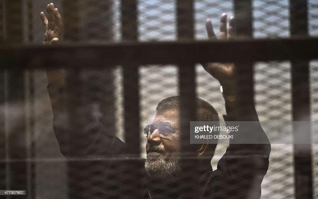 EGYPT-POLITICS-UNREST-TRIAL-MORSI : News Photo