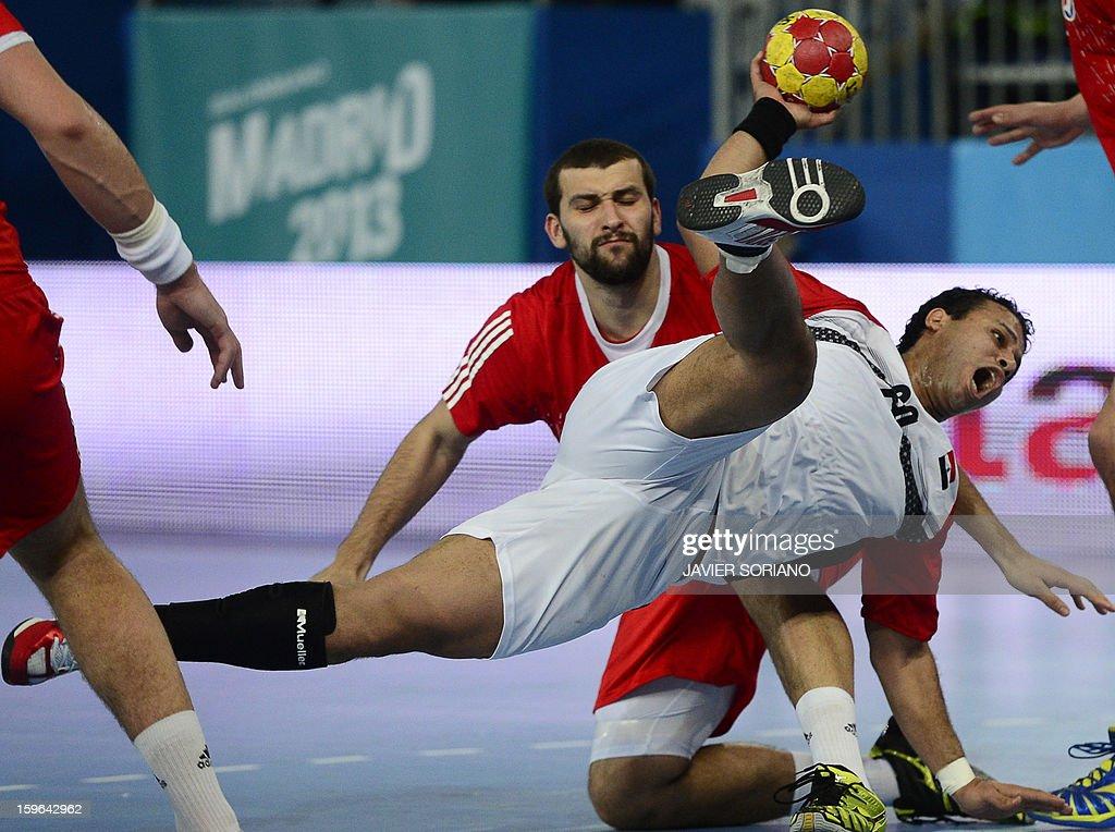 Egypt's right back Ahmed Mostafa (R) shoots past Croatia's pivot Zeljko Musa (L) during the 23rd Men's Handball World Championships preliminary round Group D match Croatia vs Egypt at the Caja Magica in Madrid on January 17, 2013.