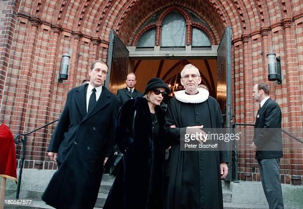 Ehefrau Dagmar Berghoff Pastor HelgeAdolfsen Sohn von Dr PeterMatthaes aus 1 Ehe Trauerfeier DrPeter Matthaes HamburgHarvestehudeKirche am Turmweg...