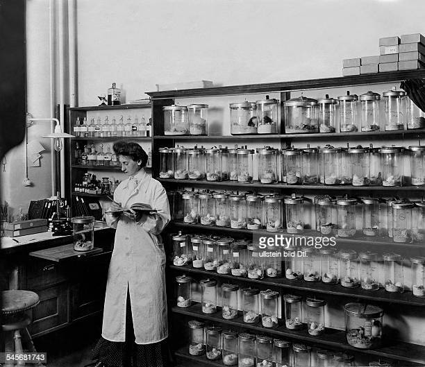 Ehrlich, Paul - Physician, Serologist, Immunologist, Scientist, Germany*14.03.1854-+- laboratory assistant in experimental laboratory with mice for...