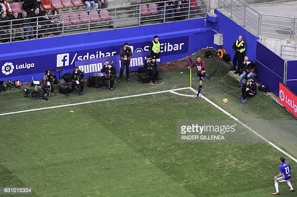 Eibar's midfielder Pedro Leon shoots the ball from the corner during the Spanish league football match SD Eibar vs Deportivo Alaves at the Ipurua...