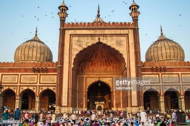 eidgebet bei jama masjid, alt-delhi, indien. - eid al adha stock-fotos und bilder