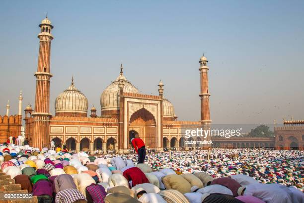 eid prayer at jama masjid, old delhi, india. - eid al adha stock pictures, royalty-free photos & images