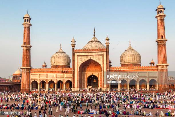 eid prayer at jama masjid, old delhi, india. - salah islamic prayer stock pictures, royalty-free photos & images