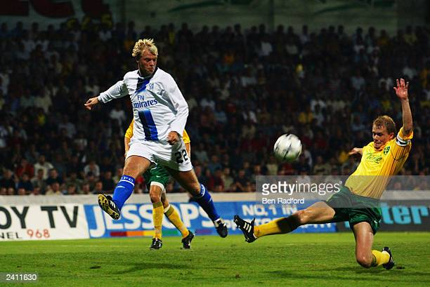 Eidur Gudjohnsen of Chelsea crosses the ball into the danger area during the UEFA Champions League qualifying round first leg match between MSK...