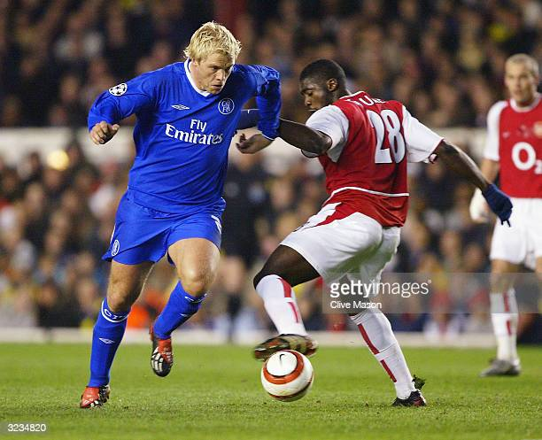 Eidur Gudjohnsen of Chelsea gets away from Kolo Toure of Arsenal during the UEFA Champions League Quarter Final Second Leg match between Arsenal and...