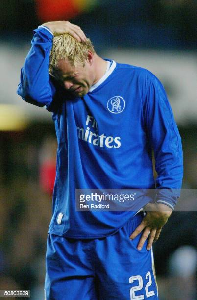 Eidur Gudjohnsen of Chelsea looks dejected after losing the UEFA Champions League Semi Final second Leg match between Chelsea and AS Monaco at...