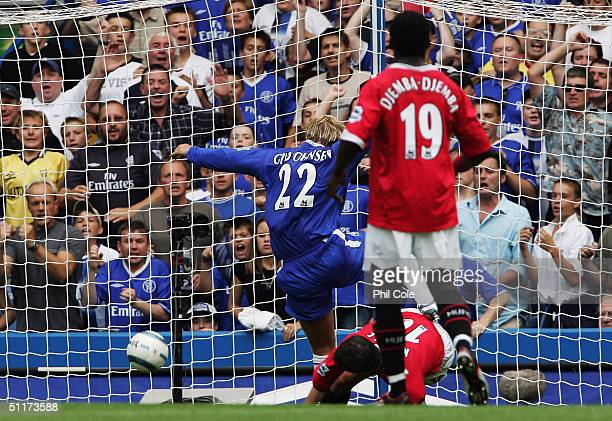 Eidur Gudjohnsen of Chelsea scores their first goal during the Barclays Premiership match between Chelsea and Manchester United at Stamford Bridge on...