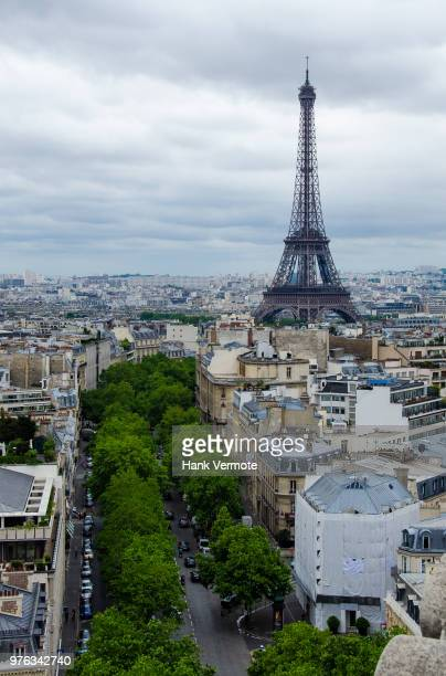 eiffel from arc - hank vermote stock pictures, royalty-free photos & images