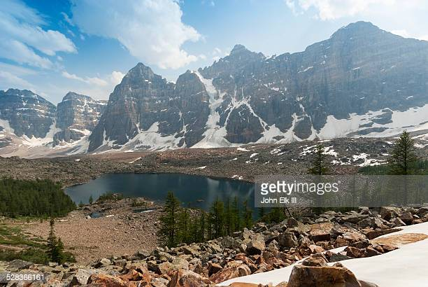 eiffel lake and valley of the ten peaks - valley of the ten peaks stock pictures, royalty-free photos & images