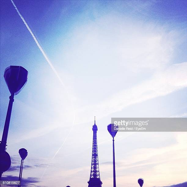 eiffel tower and lamp posts against sky - danielle reid stock pictures, royalty-free photos & images