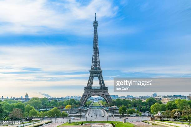 eiffel tower and paris city in the morning, paris, france paris, france - paris stockfoto's en -beelden