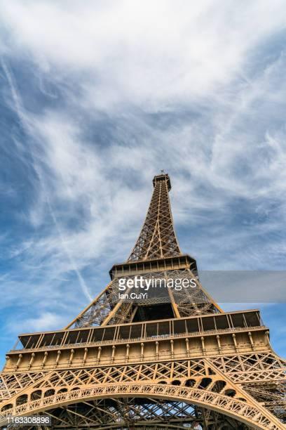 eiffel tower and paris city in the morning, paris, france - french culture fotografías e imágenes de stock
