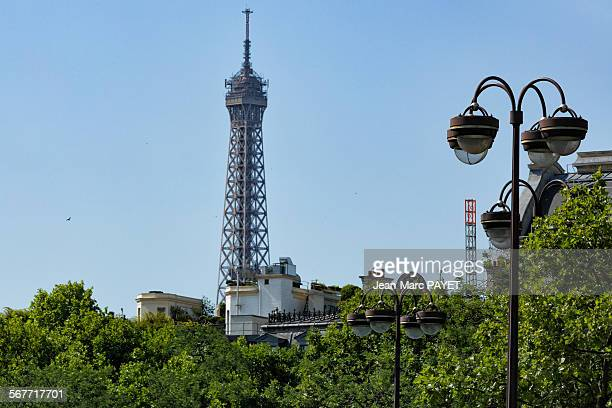 eiffel tower and paris rooftops - jean marc payet photos et images de collection