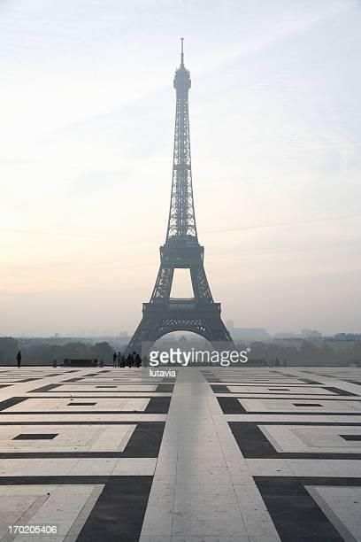 エッフェル塔の日の出